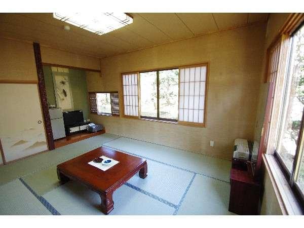 木漏れ日の和室 昭和9年建立の別館にある天井の高い静かなお部屋です