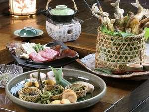 柔らかな飛騨牛や川魚、季節の山菜など奥飛騨の地の素材にこだわった夕食(一例)