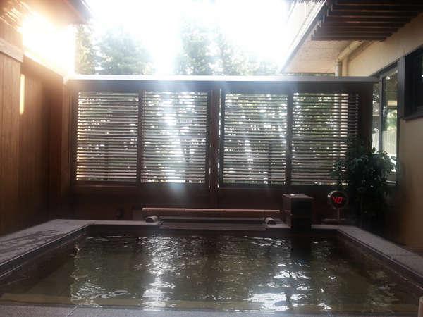 *【風呂】露天風呂から望む松林越しの琵琶湖など、雄大な景色をお楽しみください。