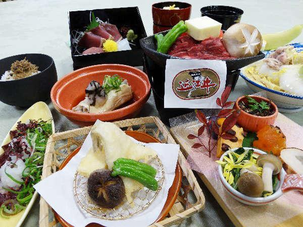*【夕食全体例】目で見ても鮮やかで彩り豊かな料理の数々を心ゆくまでご堪能ください。