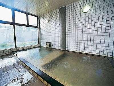 源泉100%掛け流しの大浴場
