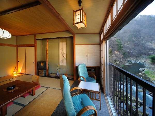 渓流沿いのお部屋からは大自然の眺め一望