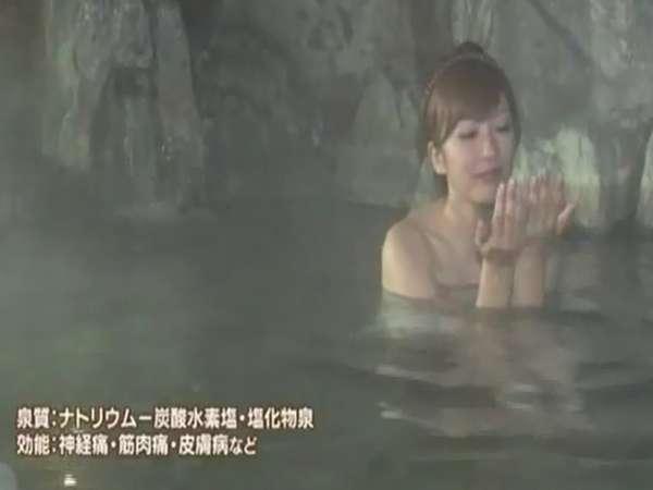 山田まりあさん、美肌の湯をご堪能