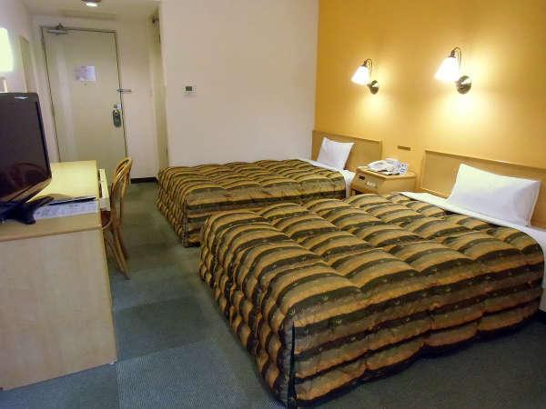 スタンダードな2ベッドルーム。ツインBの一例(幅広ベッド/羽毛布団/WiFi)