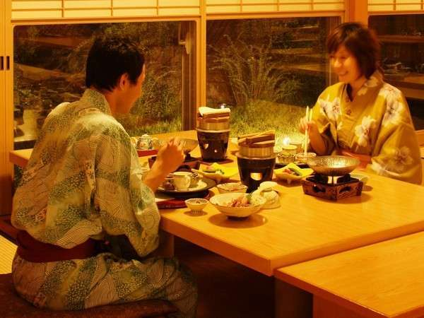 和食レストランは掘りごたつ式でゆったりとお食事ができます♪