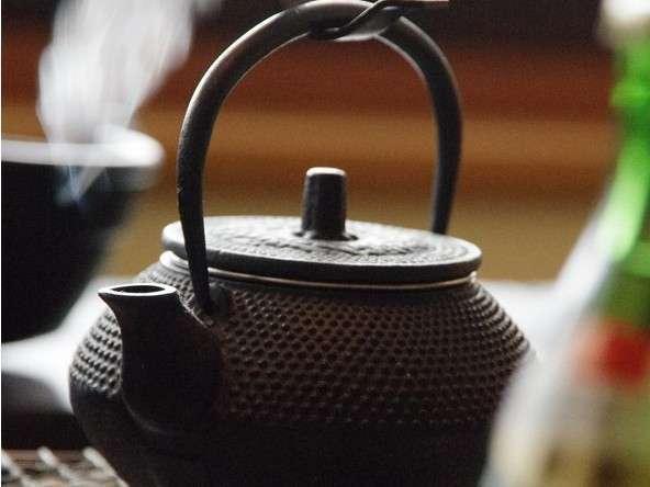 囲炉裏部屋の囲炉裏はもちろん使えます!ご希望により炭火をお部屋へお持ちします。