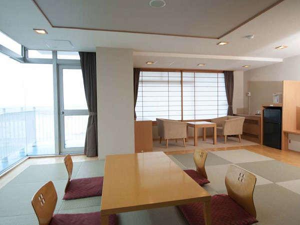 【特別室(401)】ゆっくり寛げるひろ~い12畳の和室です。