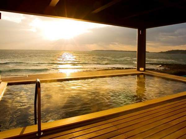 展望露天風呂夕なぎの湯。海に沈む夕日を眺めながら・・・