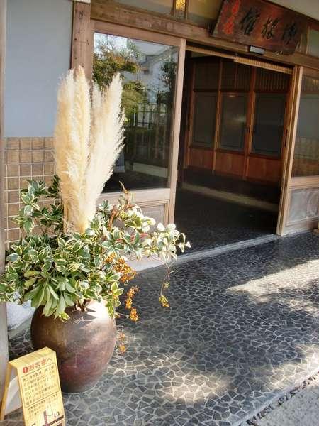 秋の玄関季節を大切にする旅館です。角上楼おもてなしの心。