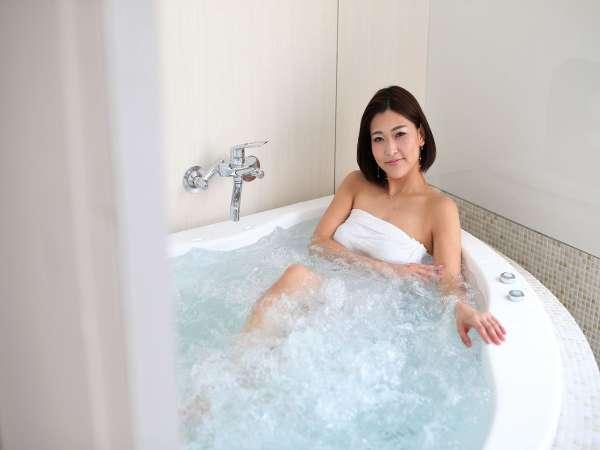 スイート和室のジャグジー付温泉は加温可能ですので、お好きな湯加減でお楽しみ頂けます