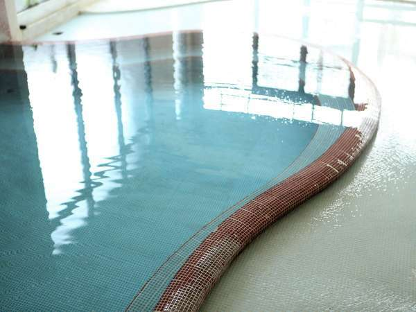 内風呂(男性用)湯あたりしにくい優しいぬる湯 湯温38.5℃前後