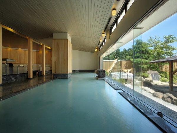 木のぬくもりに包まれた大浴場 俳句の湯1の湯