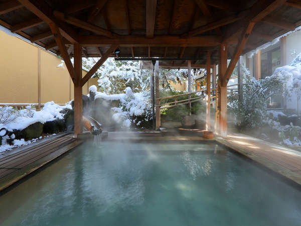 冬の月見露天風呂