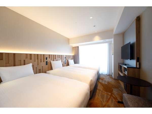 【スーペリアトリプル】110cm×200cmのベッドを3台設置しております