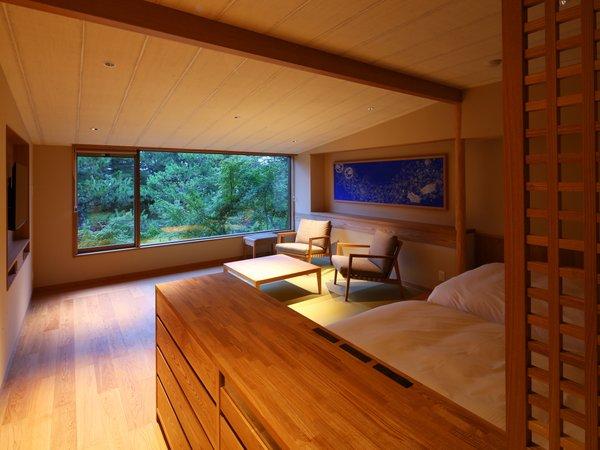 窓一面に広がる天橋立。それは絵画のような贅沢さ。
