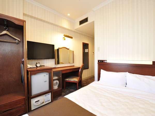 【セミダブルルーム】広さ約11平米・ベッド幅120cm 4階は明るいブラウンのお部屋です。