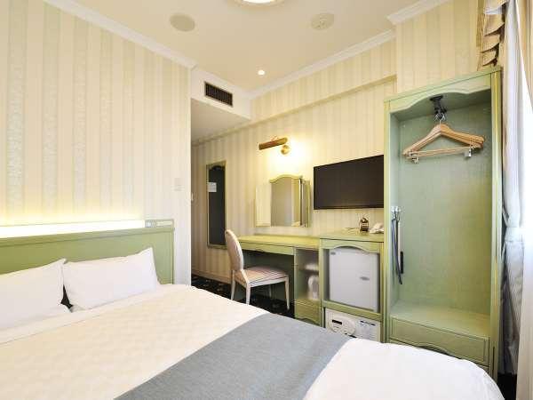 【ダブルルーム】広さ約12平米・ベッド幅140cm 5階はナチュラルなグリーンのお部屋です。