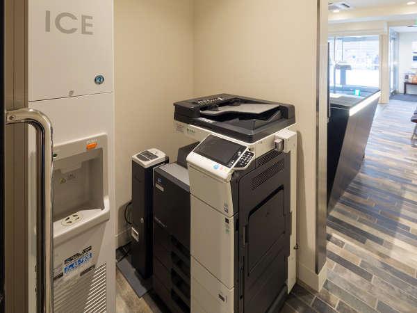 【コピー機(有料)・製氷機(無料)】1階フロント裏にあります。
