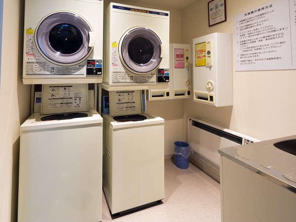 【コインランドリー】1階にご用意しております。(洗濯1回300円・乾燥1回100円)