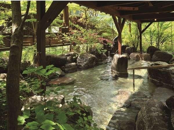 【吉祥の湯】岩風呂。自然と調和した美しい露天風呂です