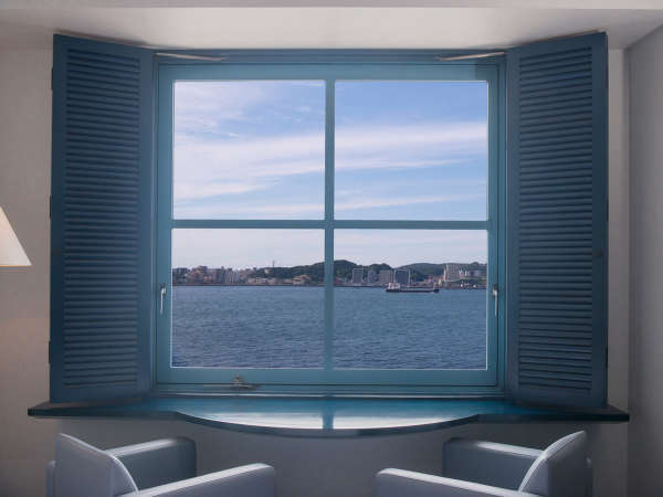 【海峡側眺望】トリップアドバイザーで「景色のいいホテル」に選ばれた眺望は当ホテル最大の魅力の1つ。