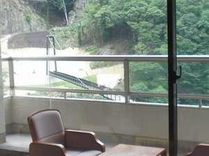 Bigなつり橋を眺められるお部屋の一例