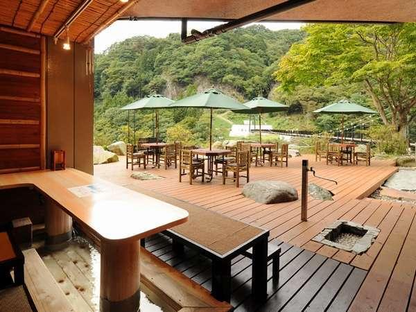四季折々の景観が楽しめる「足湯カフェ」