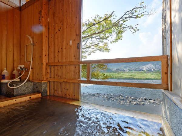 *【貸切風呂】ヒノキ風呂・・・ヒノキの香りがやさしく香る贅沢時間