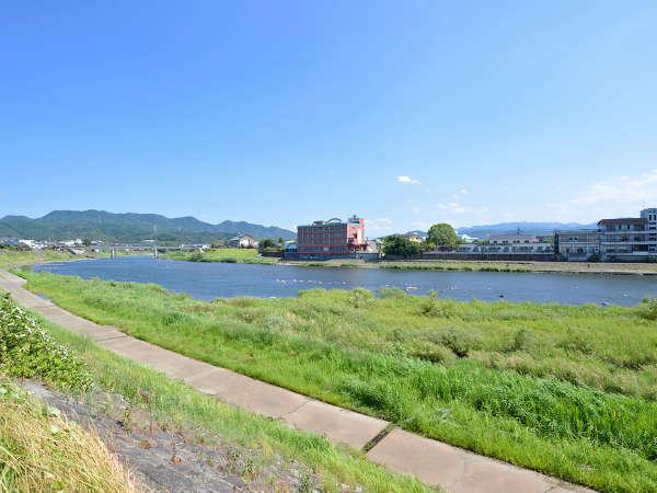 *宿の目前に雄大な筑後川が流れています