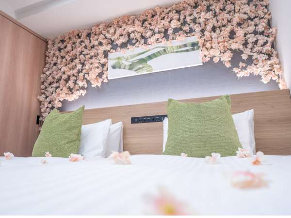 【期間限定】桜ルームの登場です!ベッドからお花見気分♪