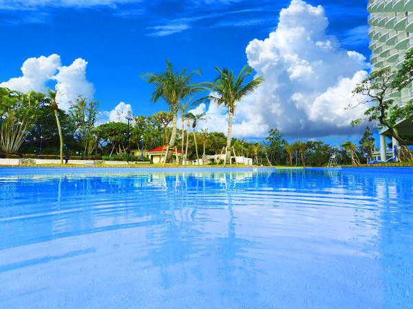 ■ファミリーに大人気♪県内最大級★滝のある屋外プール!<4~10月>
