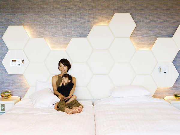 ベッドが2台並んだハリウッドタイプのお部屋だから、小さいお子様とのご滞在も安心♪