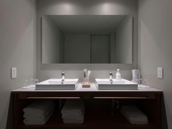 バンク6:二段ベッドを3台ご用意、最大6名様迄利用可能。室内にシャワー・トイレを設置。