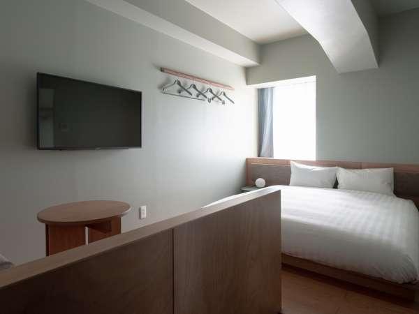 コンパクトダブル:ダブルベッドが1台あるお部屋です。コンパクトな作りなので1名様でのご利用にも最適!