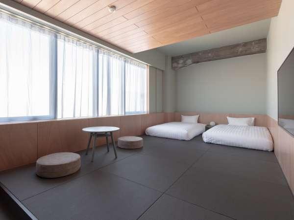 スーペリア4ジャパニーズ:畳スペースに布団を敷いてご宿泊いただけます。最大4名様迄利用可能。