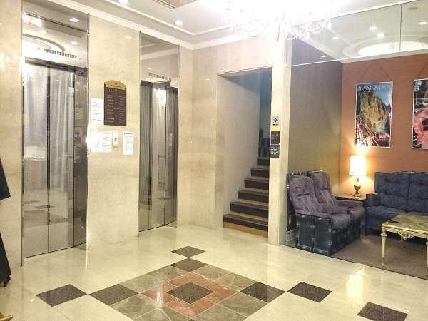 スパックスまでの行き方①エレベーターで1階へ