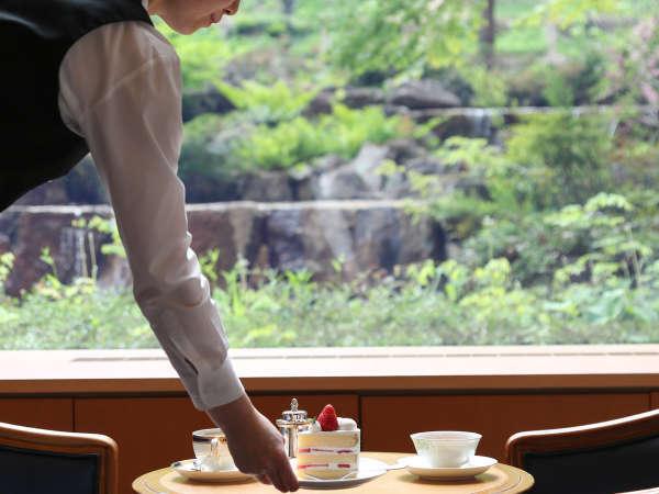 *【ガーデンラウンジ(3F)】豊富な紅茶と、ホテル自慢のSATSUKIのケーキをお楽しみください。