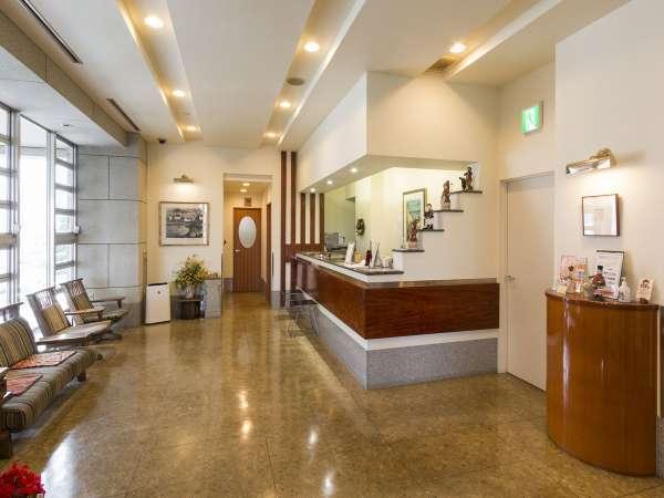 ホテルフロントは2階です。満ち足りたひと時をお約束いたします。
