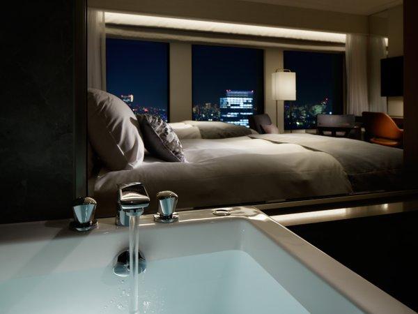 プレミアグラン・キング/ツイン 洗い場付&ガラス張りのバスルーム