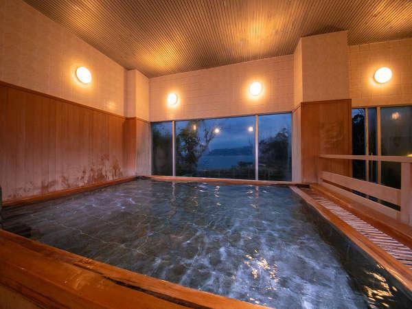 檜の香りに包まれる館内大浴場の「彩海」