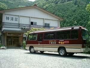 送迎バスと外観