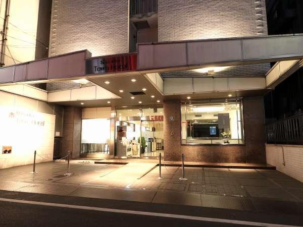 静岡最大と言われる繁華街「呉服町」に建ち、飲食店が軒を連ねる「両替町」脇に建つ利便性の良いホテル