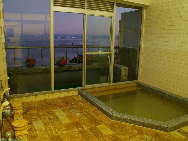 美保湾を望む、最上階の展望浴場。24時間お好きな時間にどうぞ♪