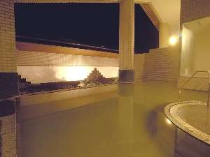 屈斜路温泉露天風呂(夜)美肌や血圧等にも効果的です。