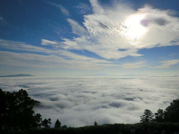 津別峠展望台からの屈斜路湖雲海(6月~10月)