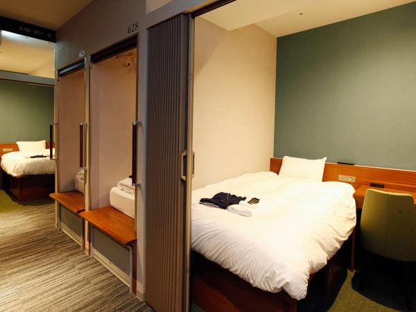 【キャビン型客室 デラックスタイプ】シモンズのベッドを設置。上質な睡眠をご体験ください。
