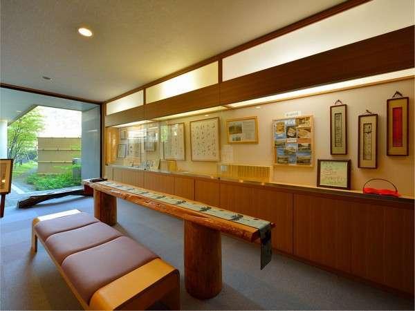 当館ゆかりの斎藤茂吉に関する史料を展示。和歌・俳句の下書きスペースも。