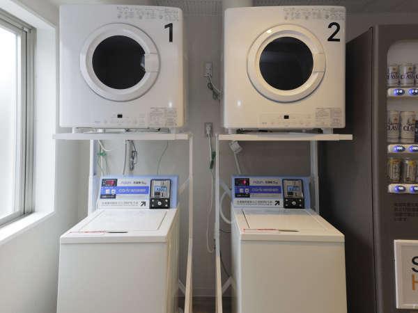 2Fに洗濯機500円/30分が2台、無料の乾燥機が1台ございます