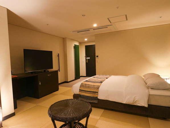 【花心楼:碧】キングサイズの広々としたベッドを完備しているのは、当館でもこのお部屋だけ。