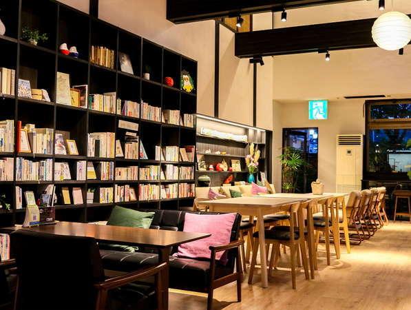 【ラウンジ】落ち着くブックカフェとして、気軽に入れるコミュニティの場